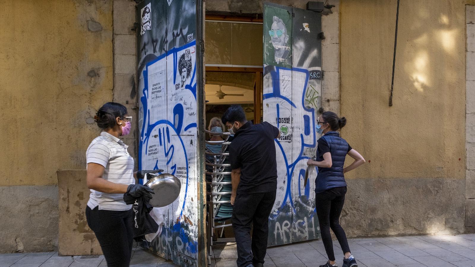 Qui pot ampliar la terrassa? Les claus del desacord entre el Gremi de Restauradors i l'Ajuntament de Barcelona