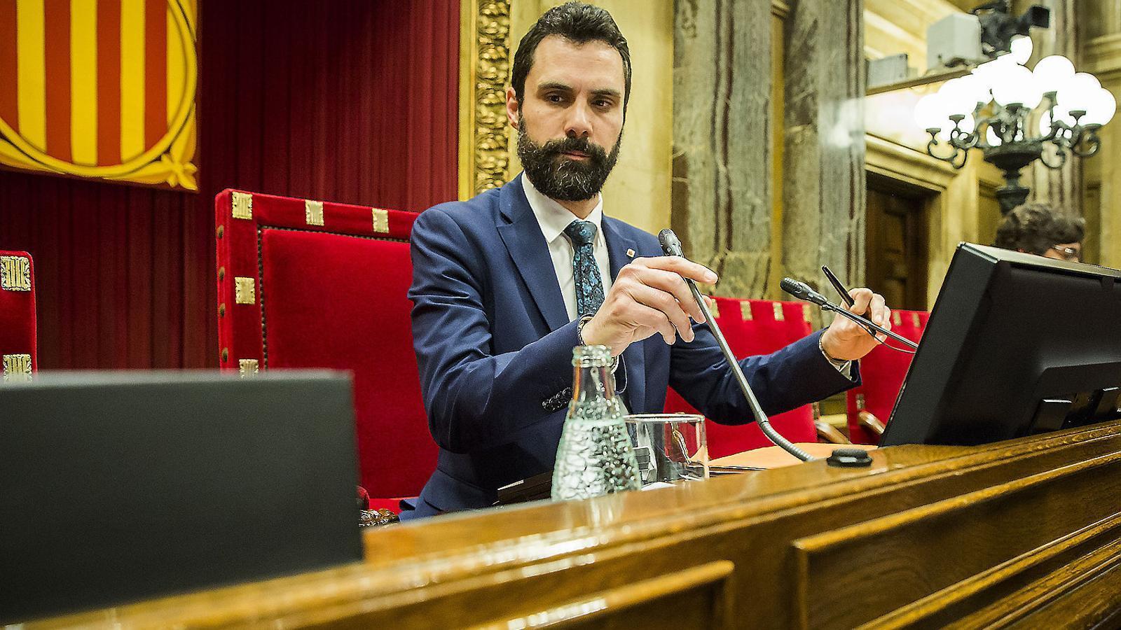 El president del Parlament, Roger Torrent, durant el ple del 5 d'abril passat a l'hemicicle de la cambra catalana.