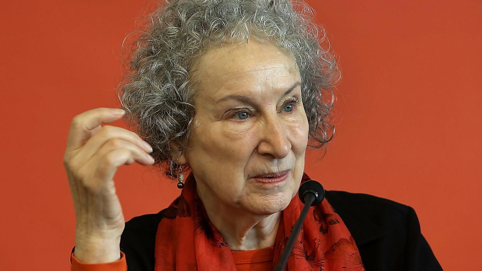 "Margaret Atwood: ""Soc massa gran per tenir por de gaires coses"""