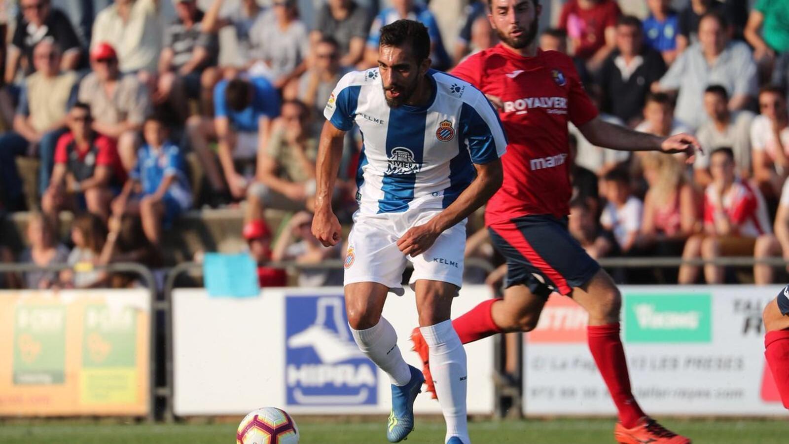 Borja Iglesias s'ha estrenat com a blanc-i-blau a Olot