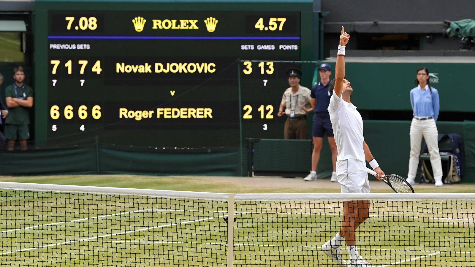 Djokovic s'imposa a Wimbledon en una final històrica contra Federer