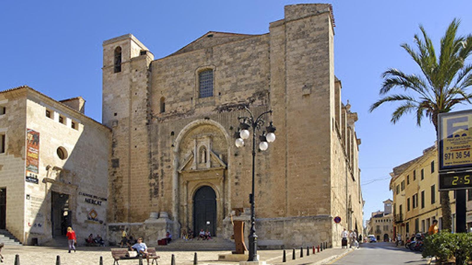 El Bisbat de Menorca retira l'aigua beneïda de les esglésies per evitar contagis de coronavirus