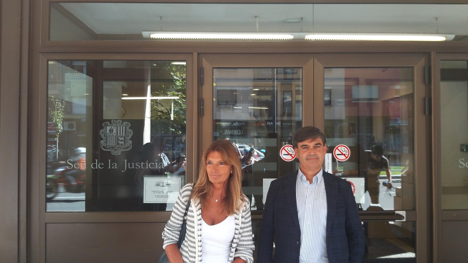 La presidenta de l'IDHA, Elisa Muxella i el membre de Drets, Agustí Carles. / M. F.