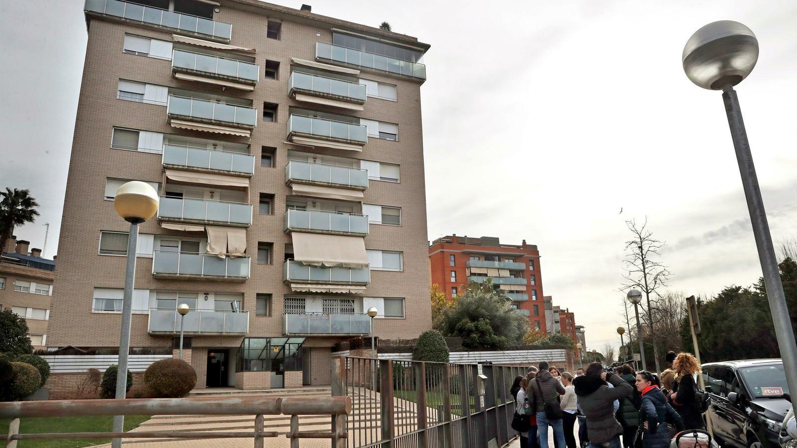 L'edifici de Sant Joan Despí on vivia la parella i s'ha trobat el cos sense vida de la dona