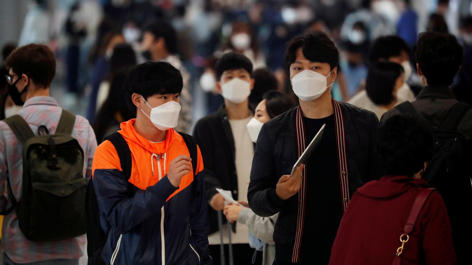 Ciutadans de Corea del Sud amb mascaretes