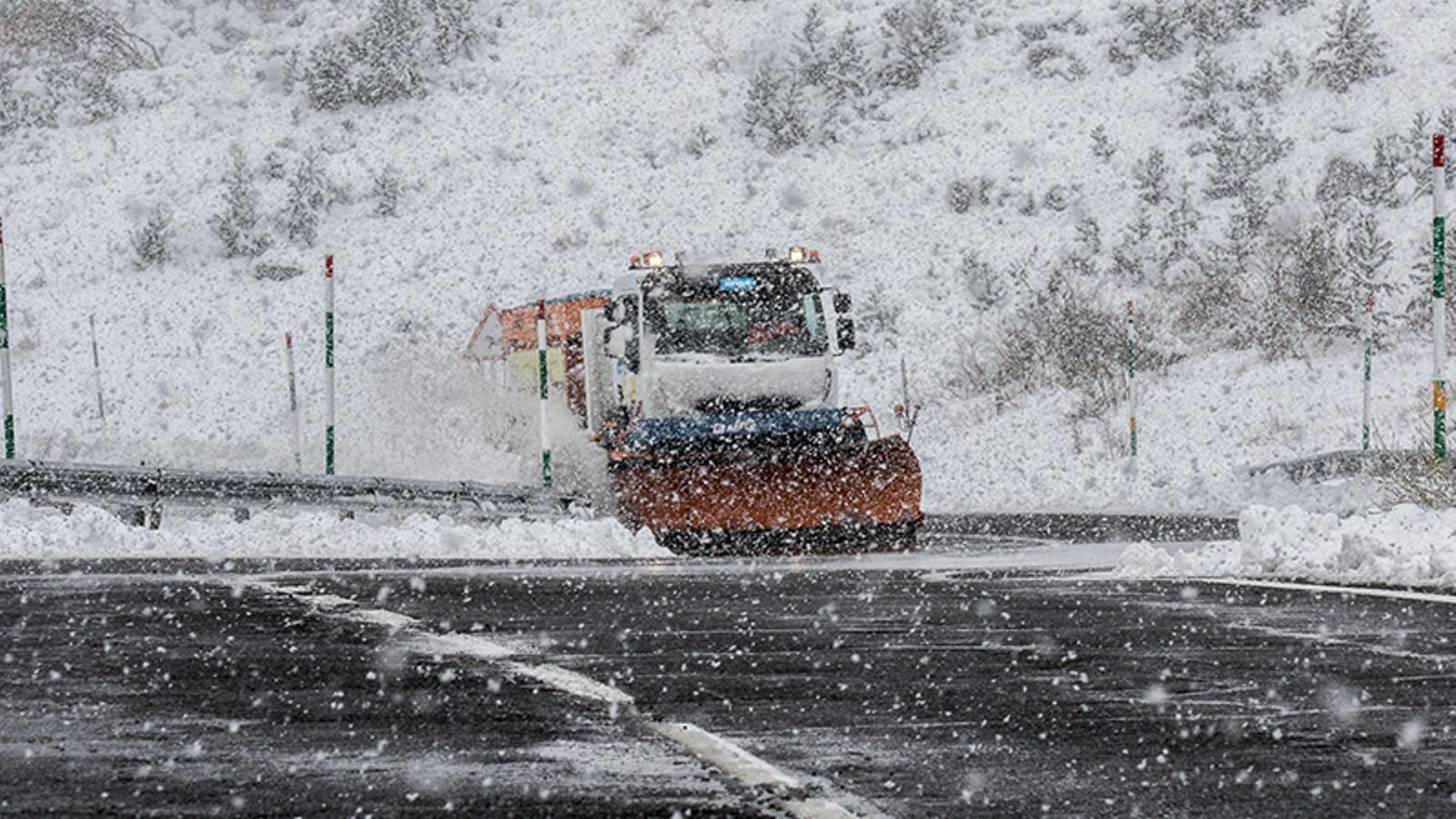 Ventades, neu fins als 1.000 metres i gir cap a l'hivern