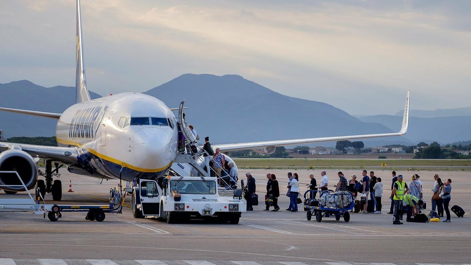Un avió de Ryanair a la base que l'aerolínia té a Girona i que tancarà el 8 de gener.