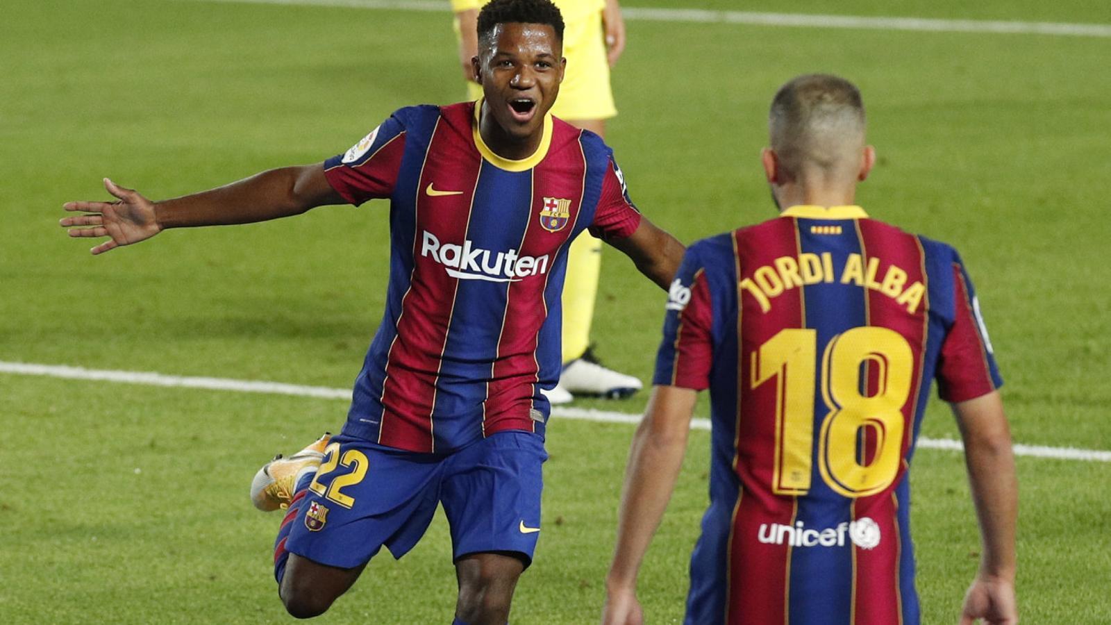 Ansu Fati celebra amb Jordi Alba el primer gol que li va fer ahir al Vila-real a la Lliga.