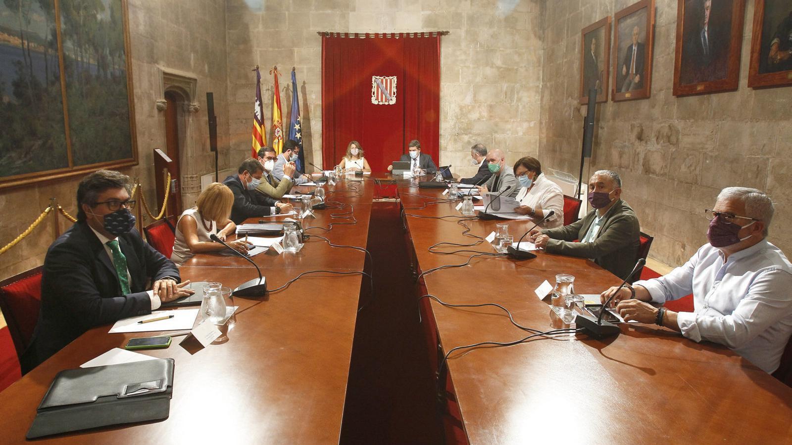 El govern de Sánchez escenifica a Mallorca   El suport al sector turístic