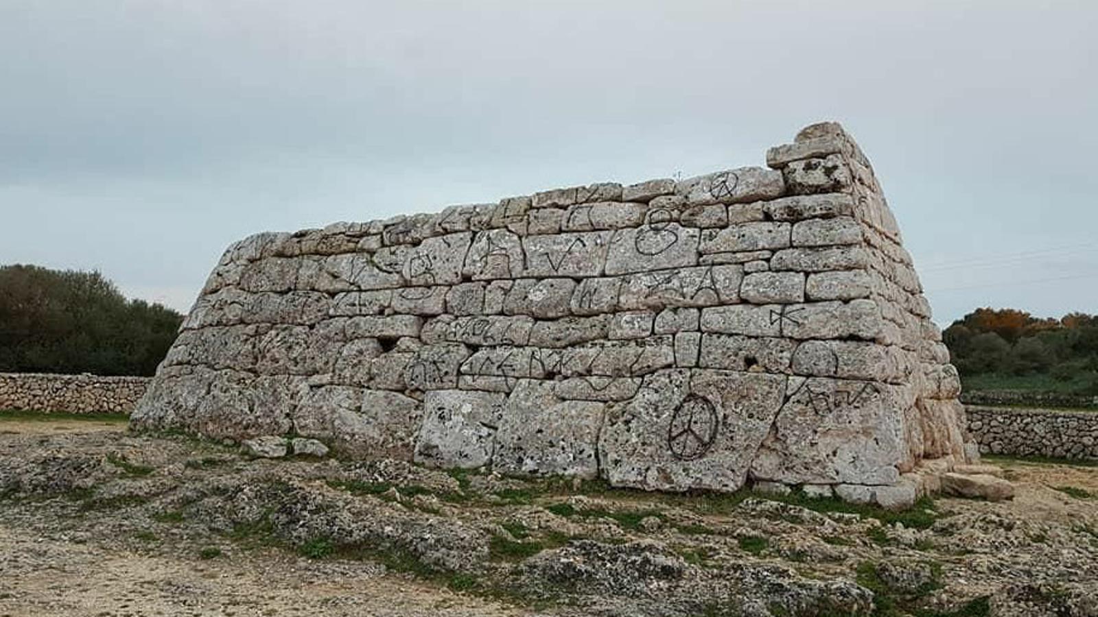 Les pintades a la Naveta dels Tudons van provocar una resposta social mai experimentada a Menorca envers el patrimoni històric.
