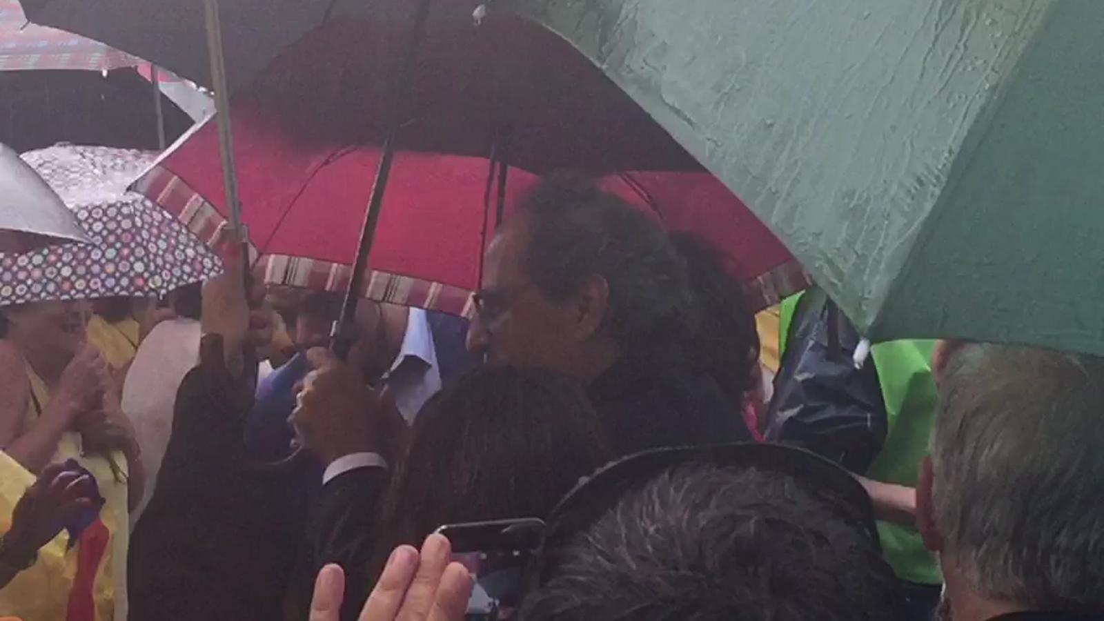 El president Torra arriba a la concentració de Lledoners