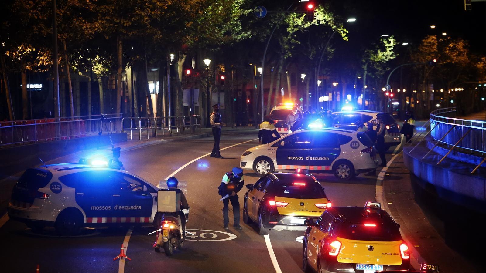 Un 'rider' y dos clientes de VTC: primeras multas por el toque de queda