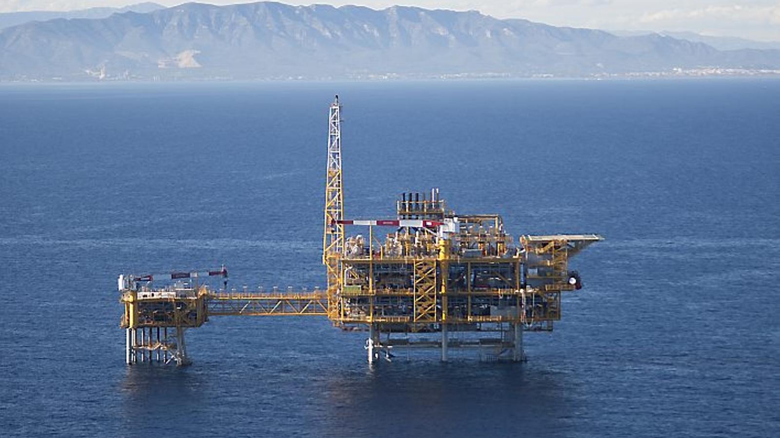 La plataforma marina del magatzem de gas Castor hibernarà uns mesos fins que  sigui desmantellada definitivament.
