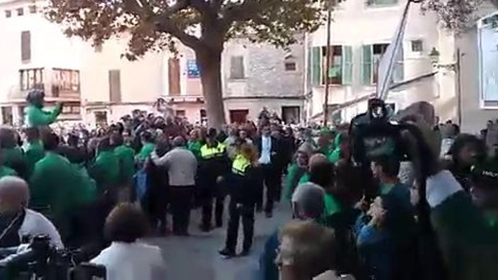 El vicepresident, Antonio Gómez, escridassat a Pollença