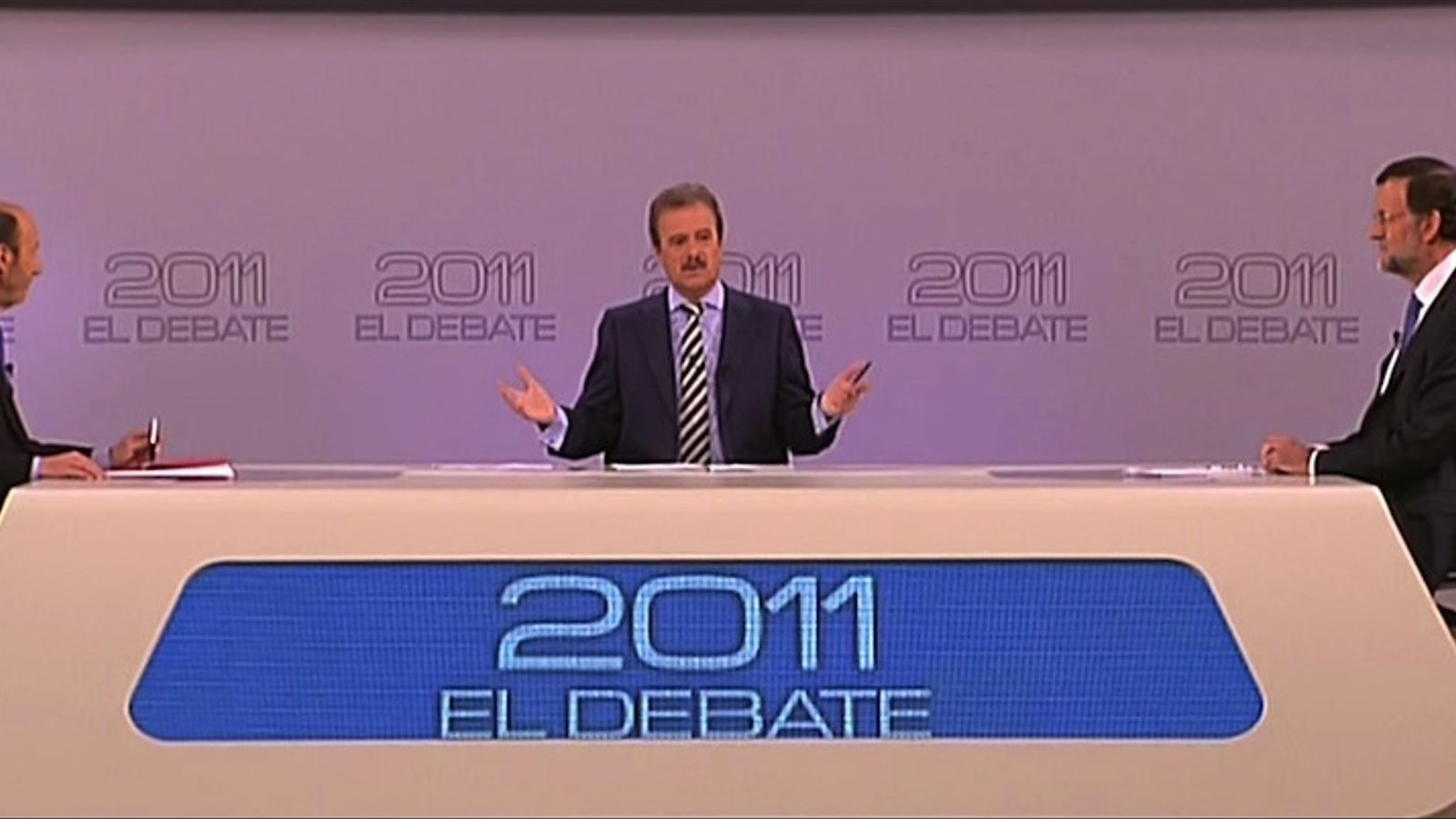 Rubalcaba i Rajoy, asseguts a la taula del cara a cara / REUTERS