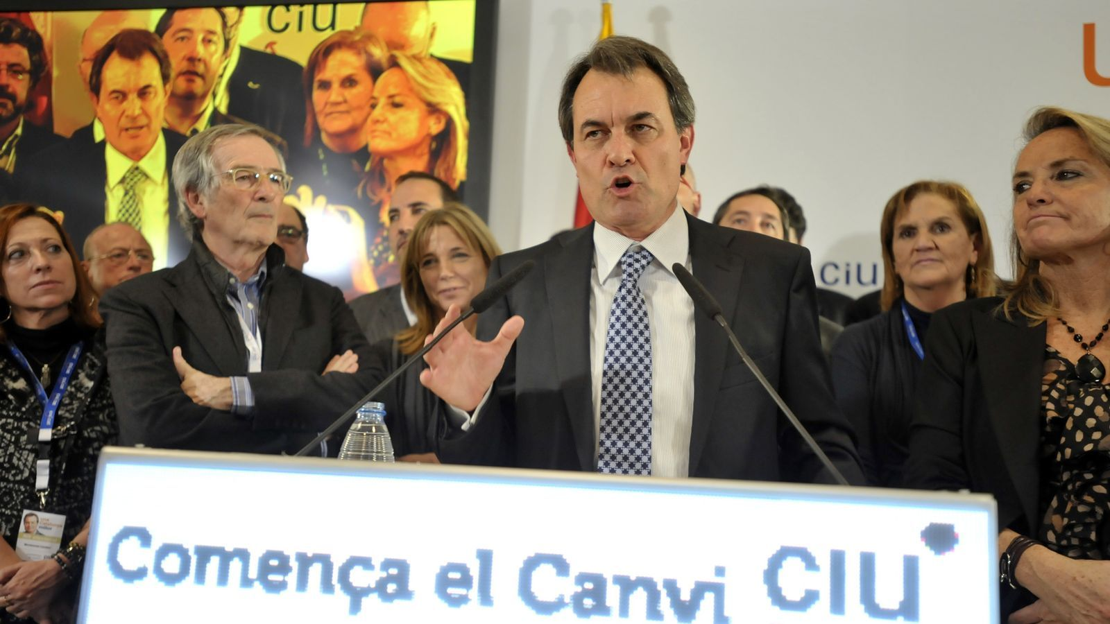 Artur Mas, victoriós, durant el seu discurs
