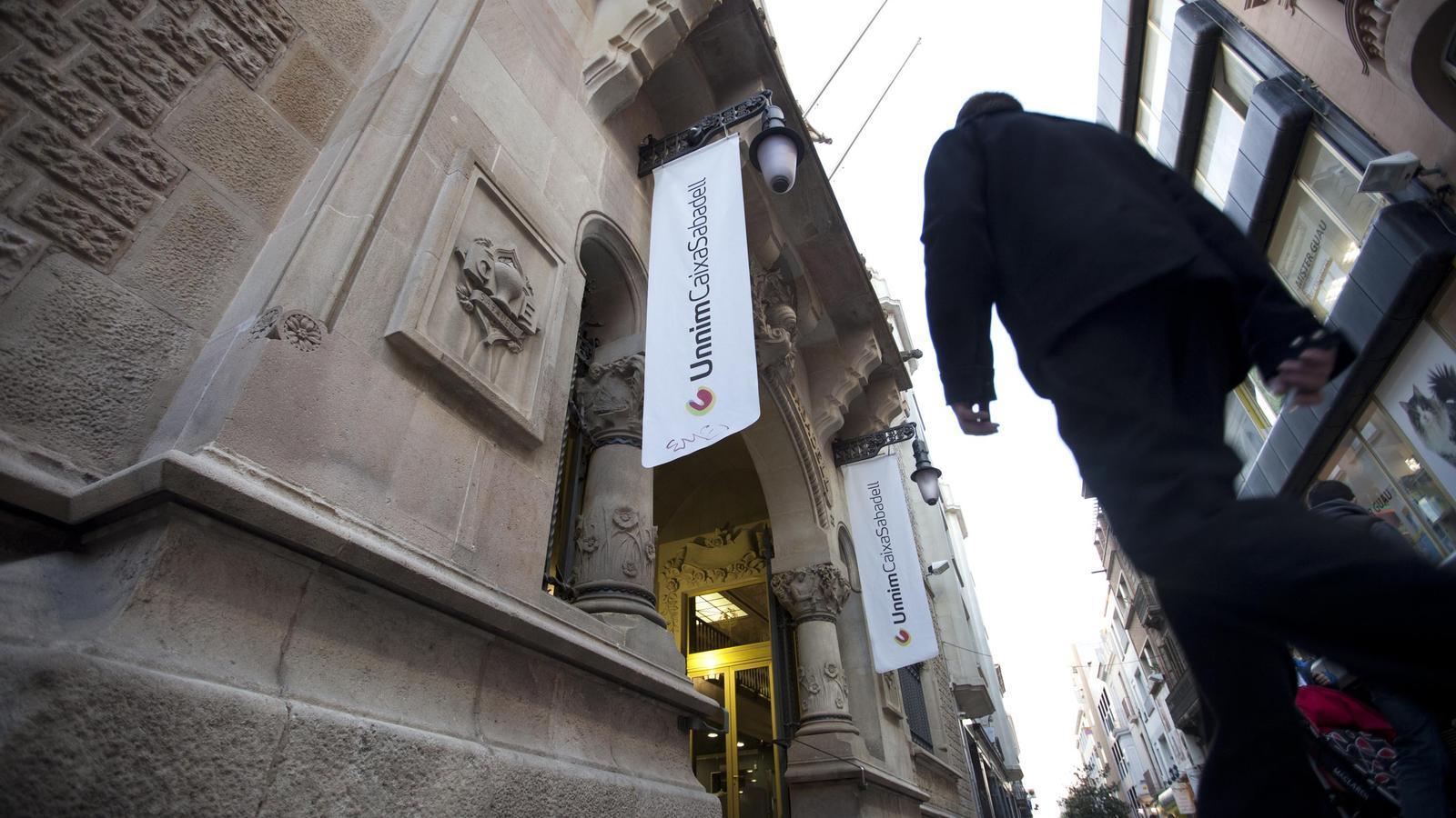 El bbva fa fora persones i tancar 314 oficines d 39 unnim for Bbva oficines barcelona
