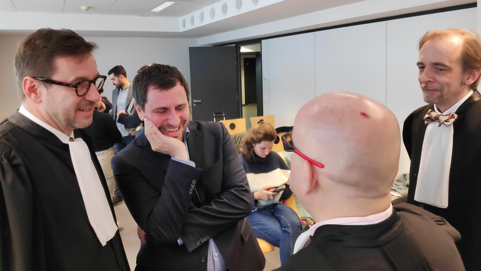 Els advocats dels exiliats amb l'eurodiputat Toni Comín.