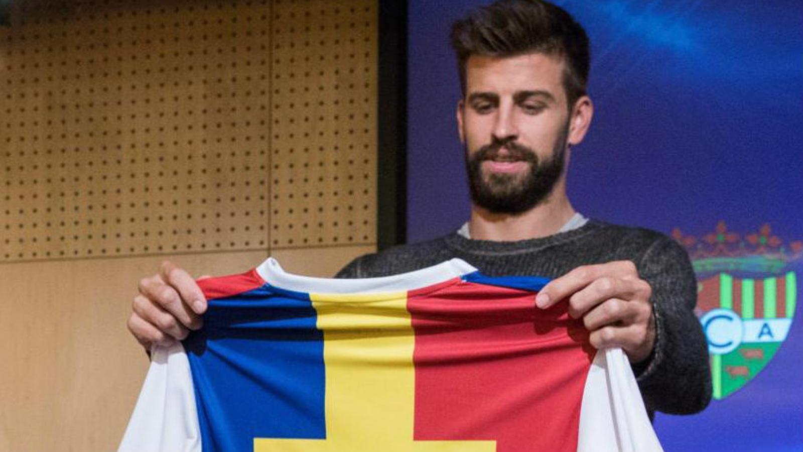 Piqué amb la samarreta de l'Andorra. / EFE