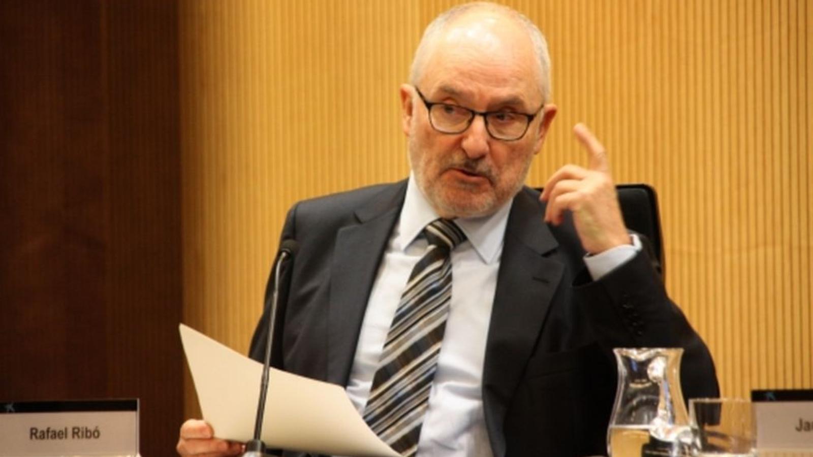 El Síndic recomana al Govern que retiri el llaç groc dels edficis públics mentre duri el període electoral