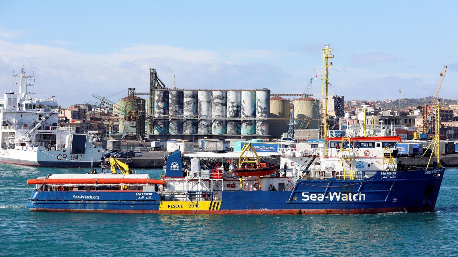 Nova pugna entre Salvini i les ONG pel rescat d'una pastera al Mediterrani