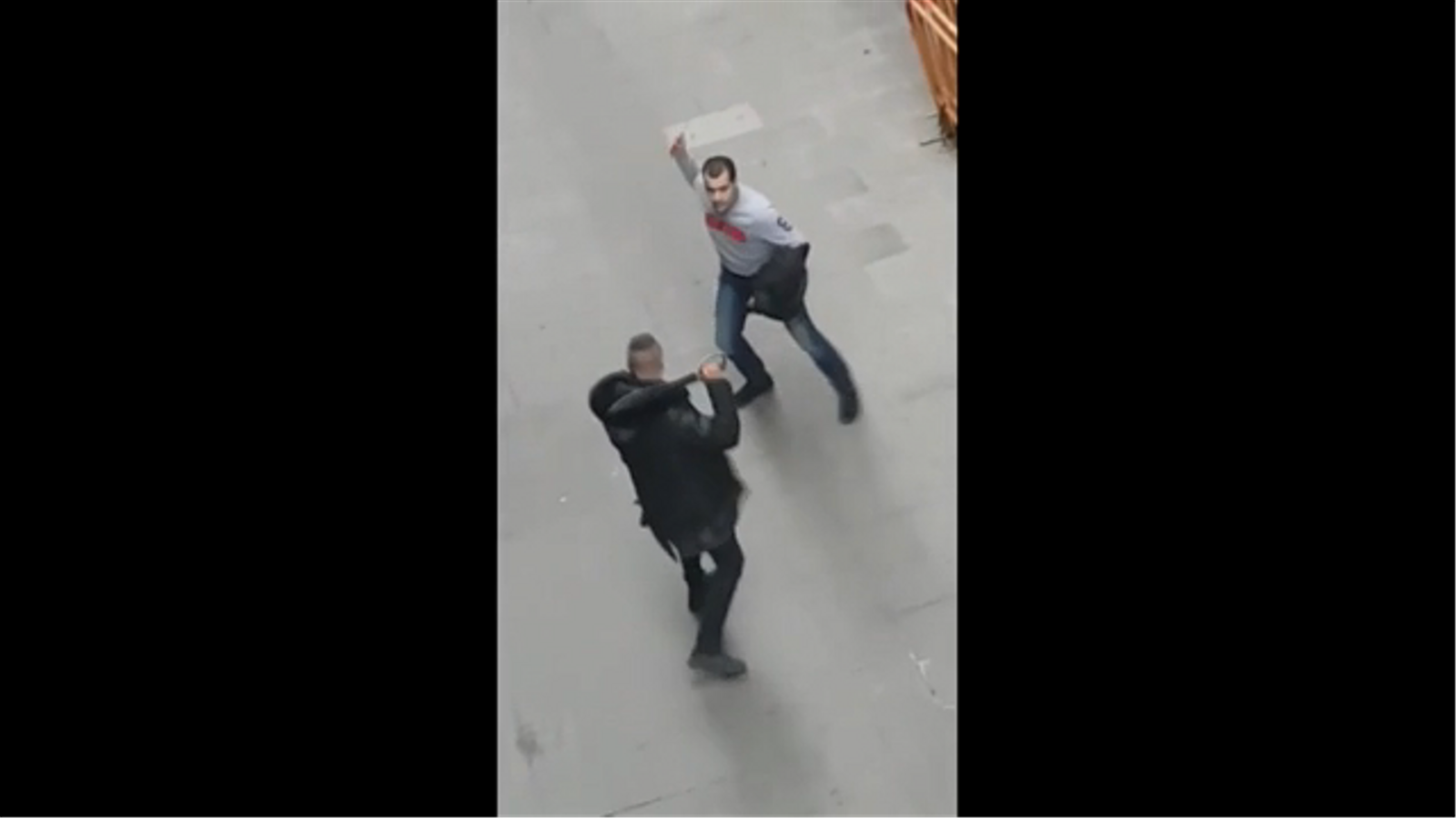 Baralla violenta entre dos homes al Raval vinculada amb els narcopisos