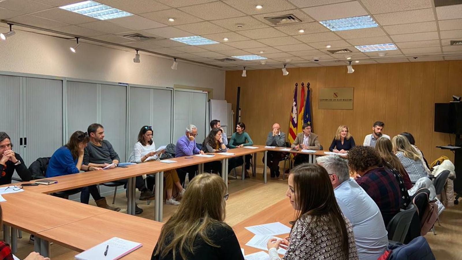 Càrrecs de la Direcció General d'Atenció a la Dependència reunits amb representants de les entitats que es dediquen a l'Atenció Primerenca