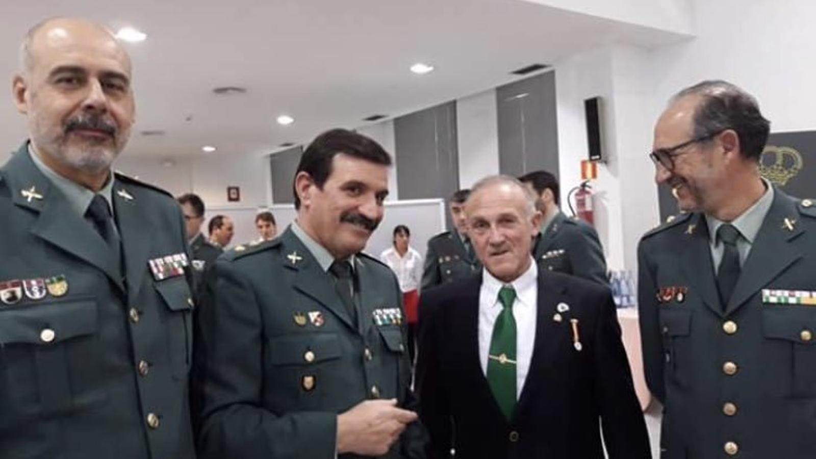 El franctirador que volia matar Sánchez apareix fotografiat amb guàrdies civils