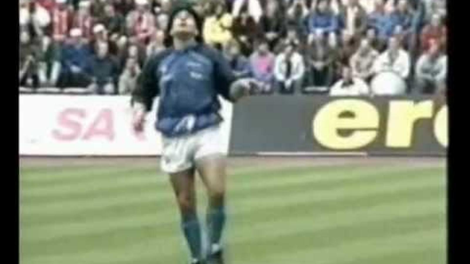 L'esclafament de Maradona al ritme de 'Live is life'