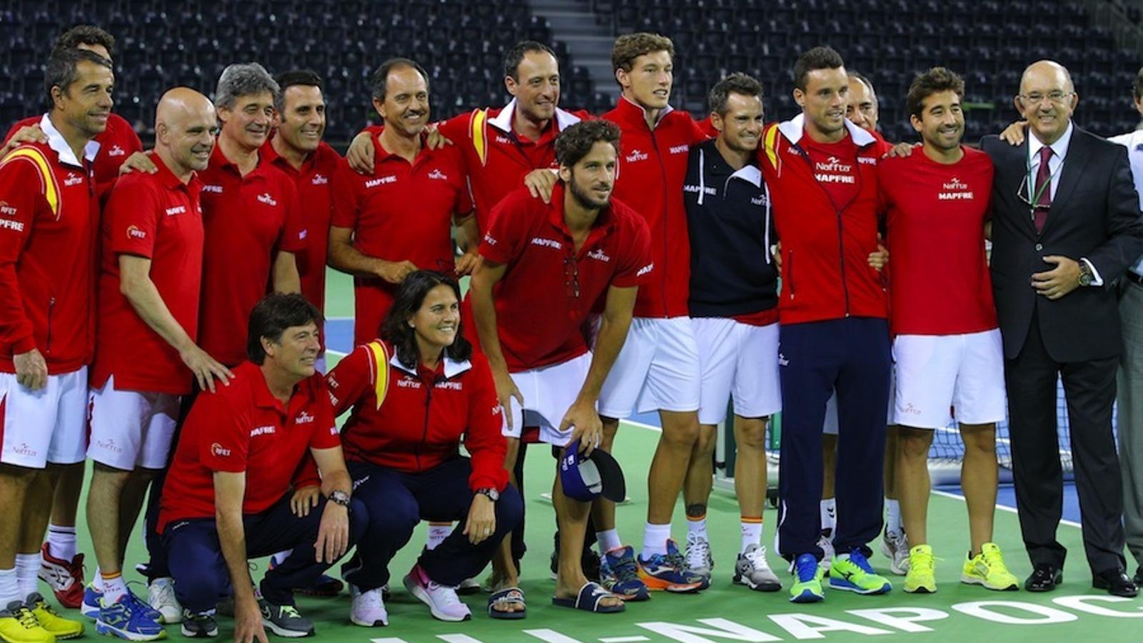 La selecció espanyola, celebrant el triomf contra Romania