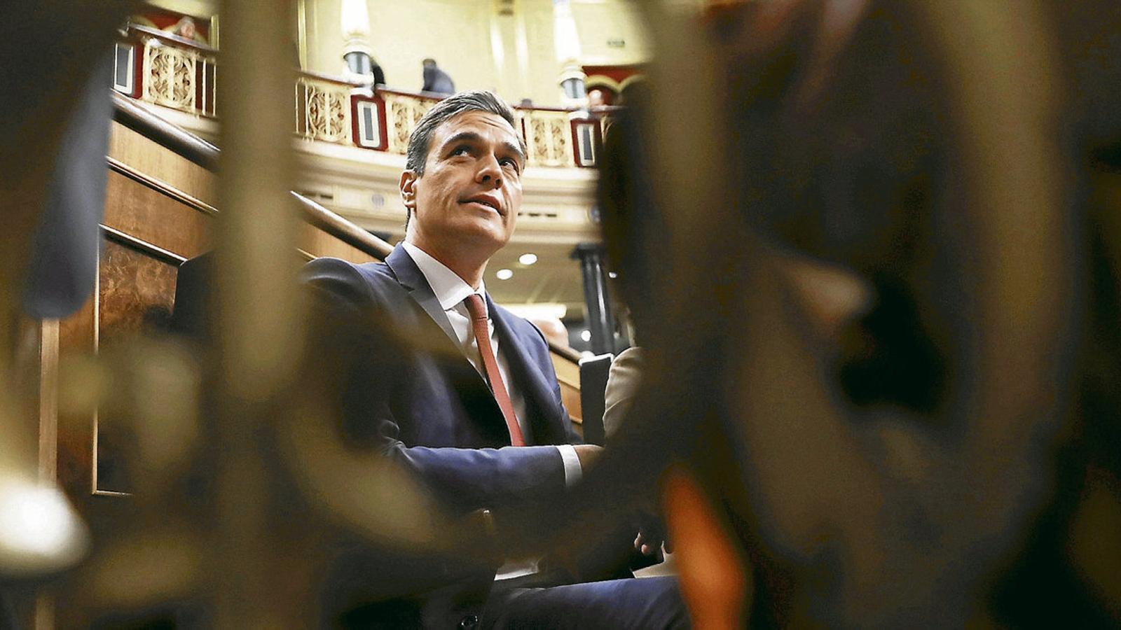 """Sánchez truca a Iglesias per negar-li els ministeris que vol i l'avisa que és l'""""última paraula"""""""