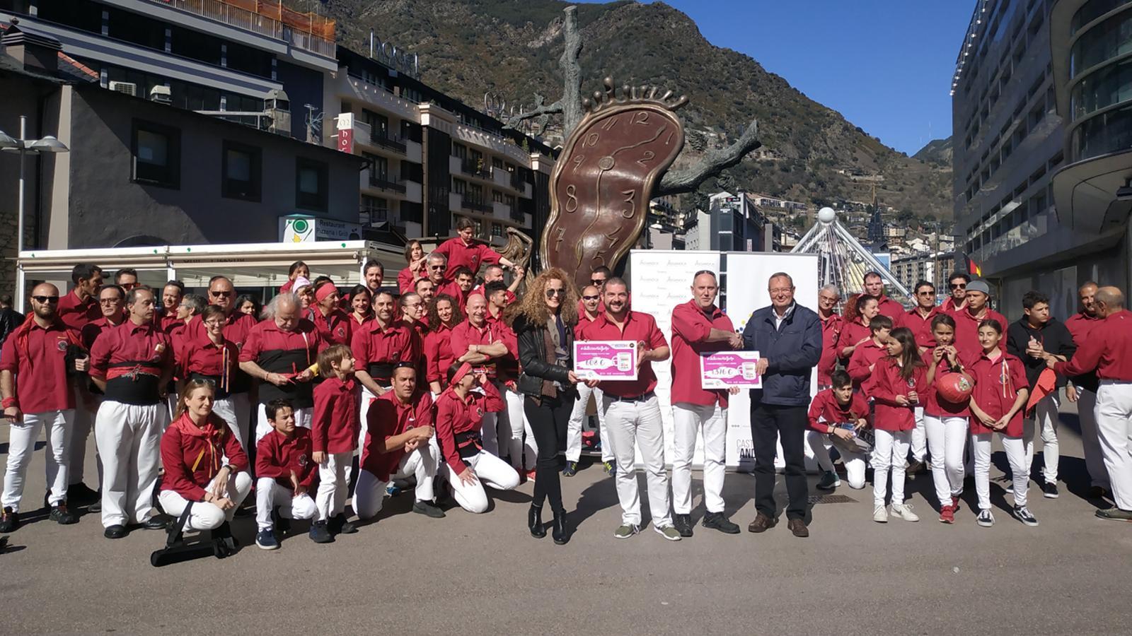 La tassa solidària dels Castellers d'Andorra recapta prop de 1.400 euros per a Assandca. / ASSANDCA