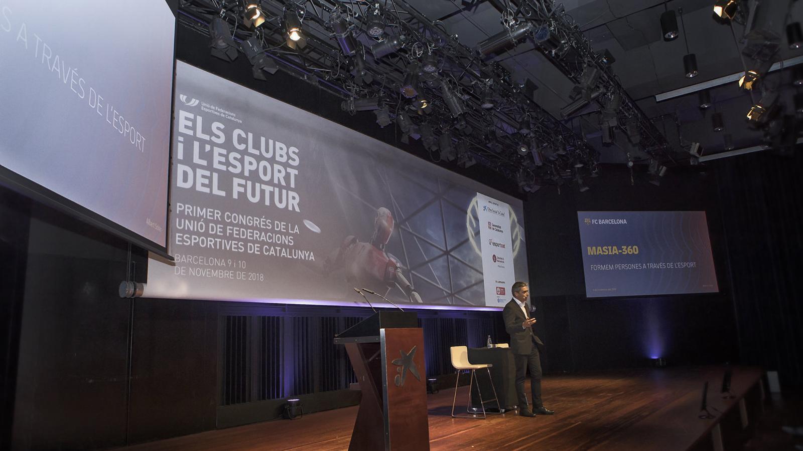 Albert Soler durant la seva conferència al primer congrés de la UFEC.