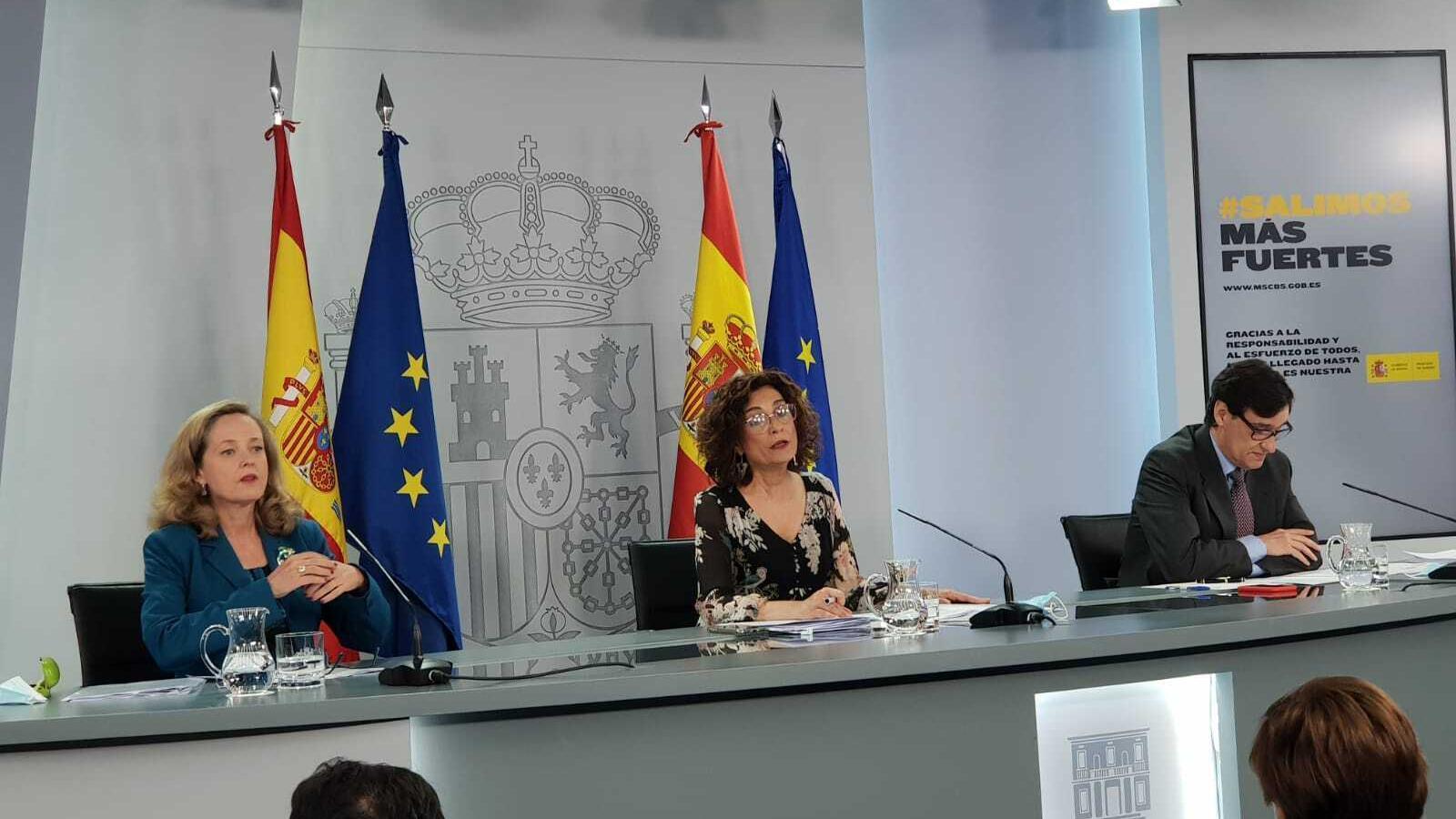 Els ministres  Nadia Calviño, María Jesús Montero i Salvador Illa en roda de premsa aquest dimarts