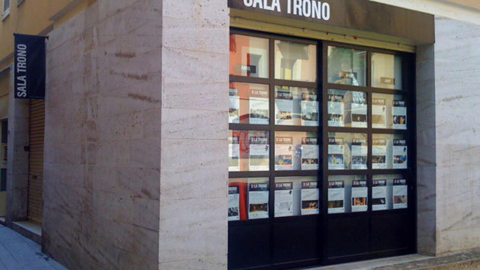 La sala trono de tarragona tanca per busca nova ubicaci for Sala 0 tarragona