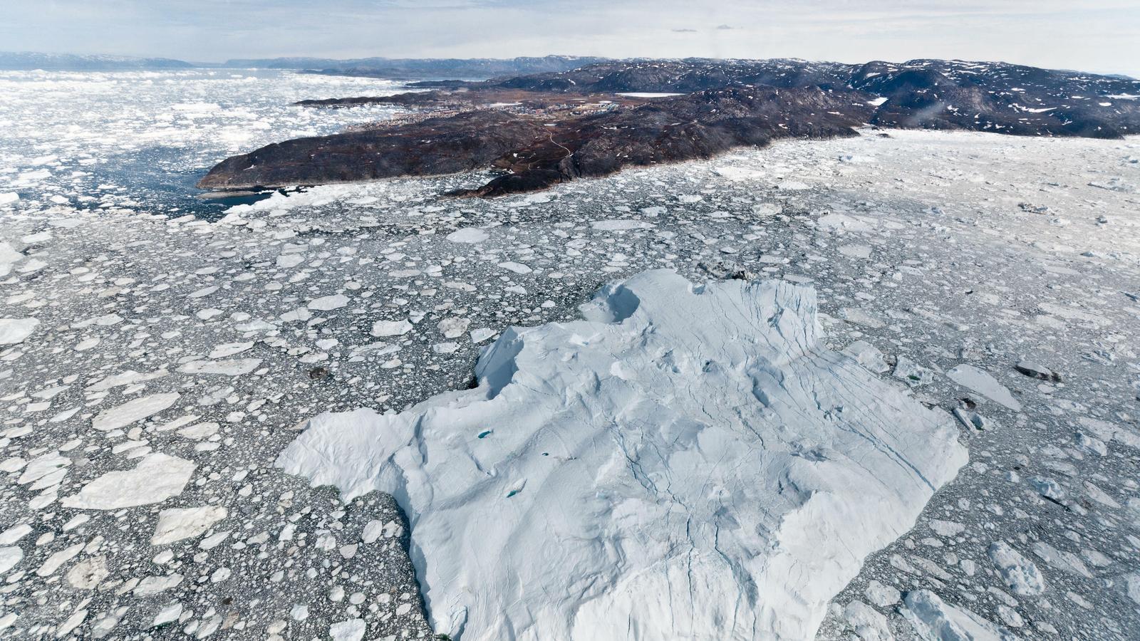 Les restes d'un iceberg en una zona poc profunda de la badia de Disko, a la costa oest de Groenlàndia. / IAN JOUGHIN / Universitat de Washington