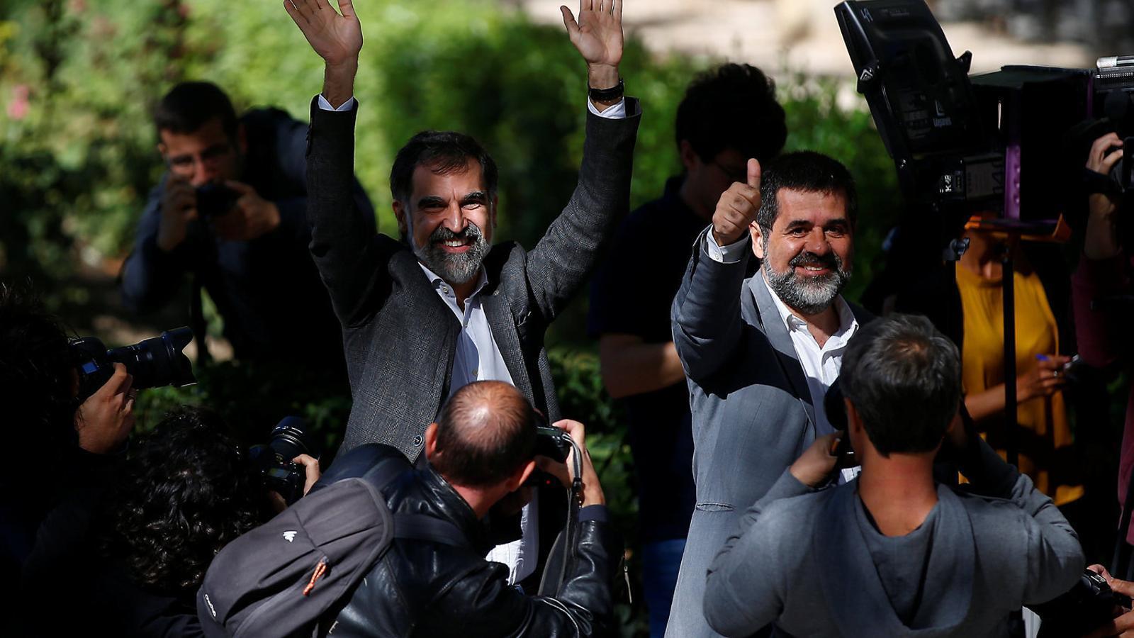 Els 148 PEN del món demanen que es retirin els càrrecs i s'alliberin Sànchez i Cuixart
