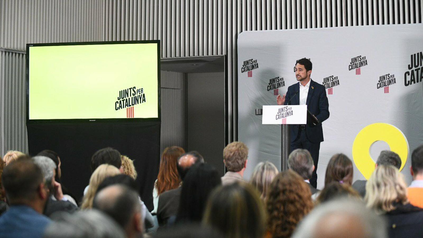 """JxCat carrega contra ERC: """"Tenen pressa per fer president Sánchez i els costa molt investir Puigdemont"""""""