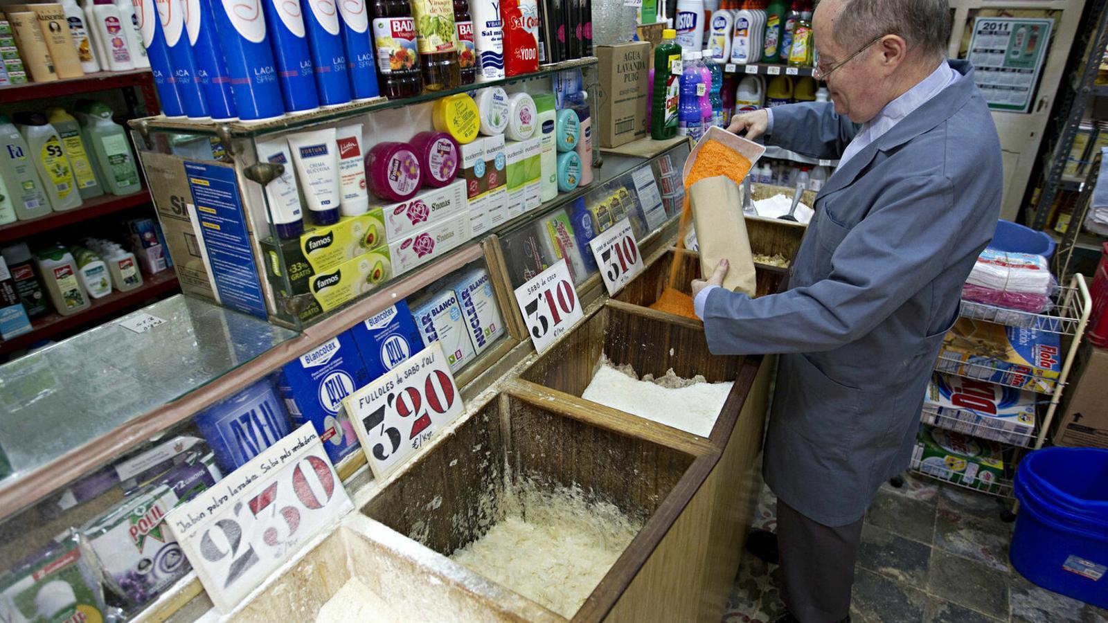 Els ciutadans poden fer arribar la informació de quins petits comerços continuen oberts en el seu barri