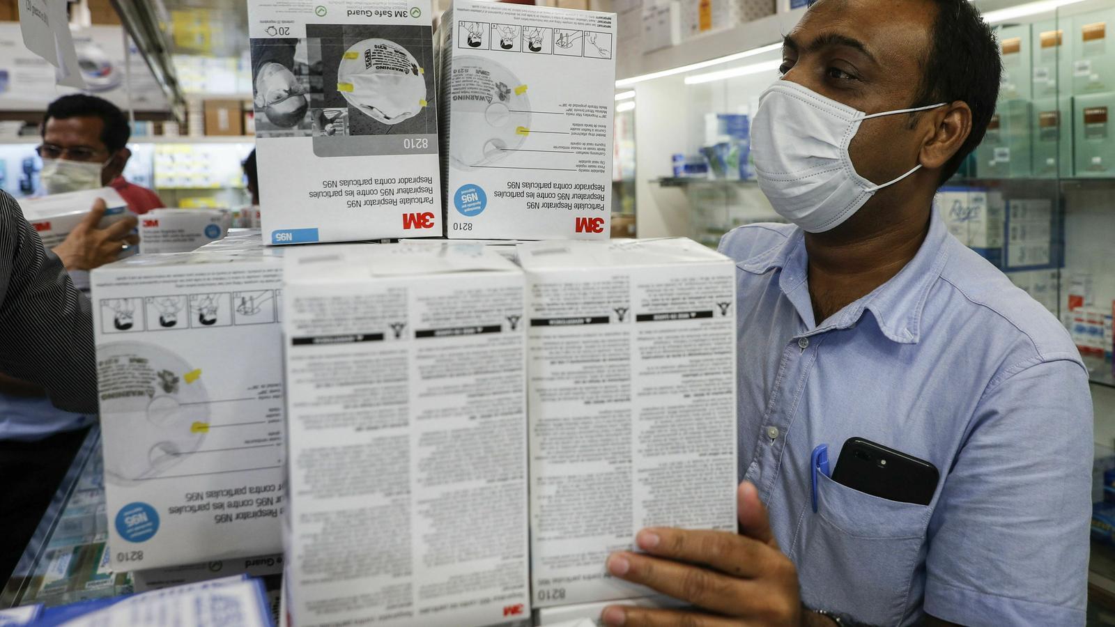 Recluses de Hong Kong treballaran dia i nit per fabricar mascaretes pel coronavirus