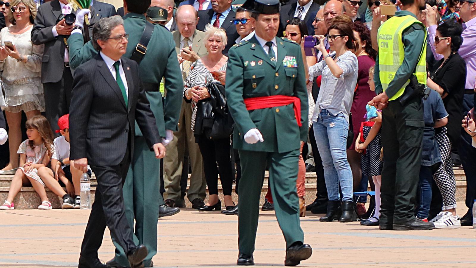 El delegat del govern espanyol, Enric Millo, i el tinent coronel de la Guàrdia Civil, Ángel Gozalo
