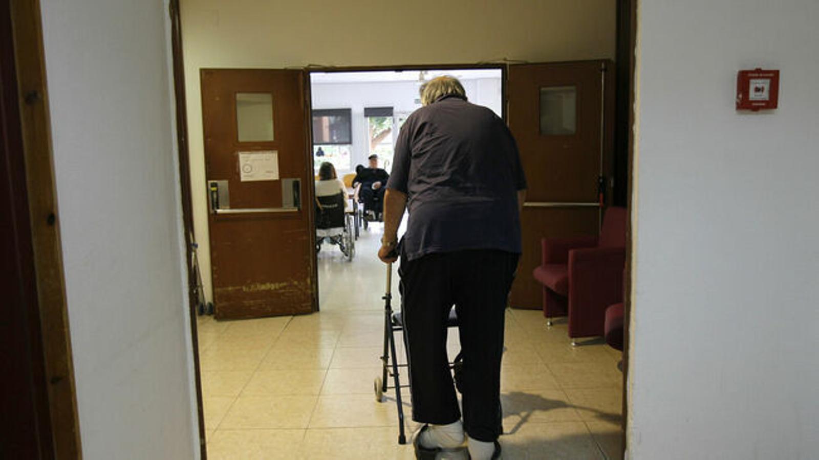 El Govern intervé la residència DomusVi Can Carbonell de Marratxí, amb 17 usuaris contagiats
