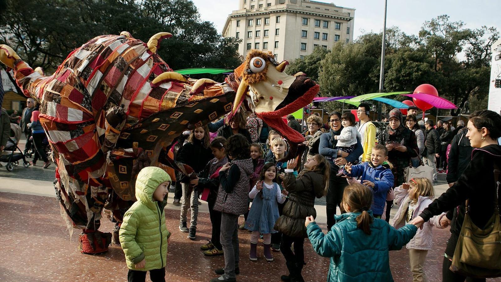 Activitats infantils i espectacles d'animació substitueixen la pista de gel que des del 2011 hi havia instal·lada  a la plaça Catalunya de Barcelona per Nadal.
