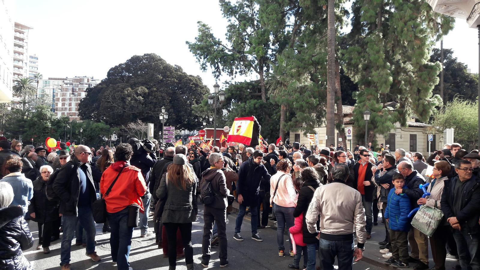 Seguidors de grups d'extrema dreta han xiulat i escridassat la Cavalcada de les Magues de Gener.