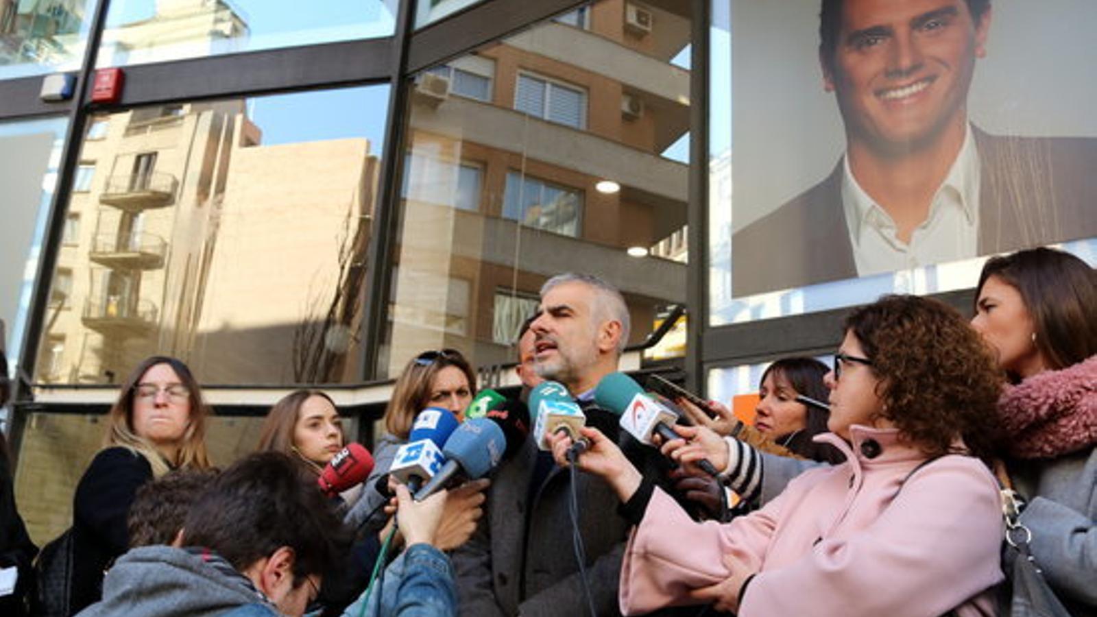 Carlos Carrizosa aquest dissabte, atenent els mitjans