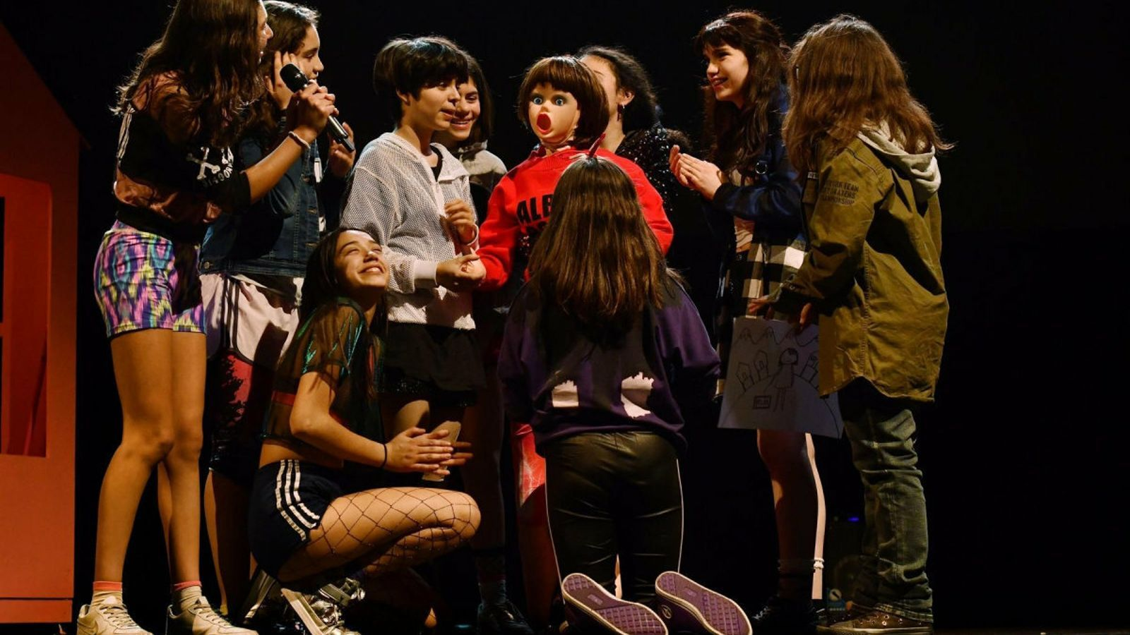 El crit de nou adolescents xilenes contra la violència de gènere