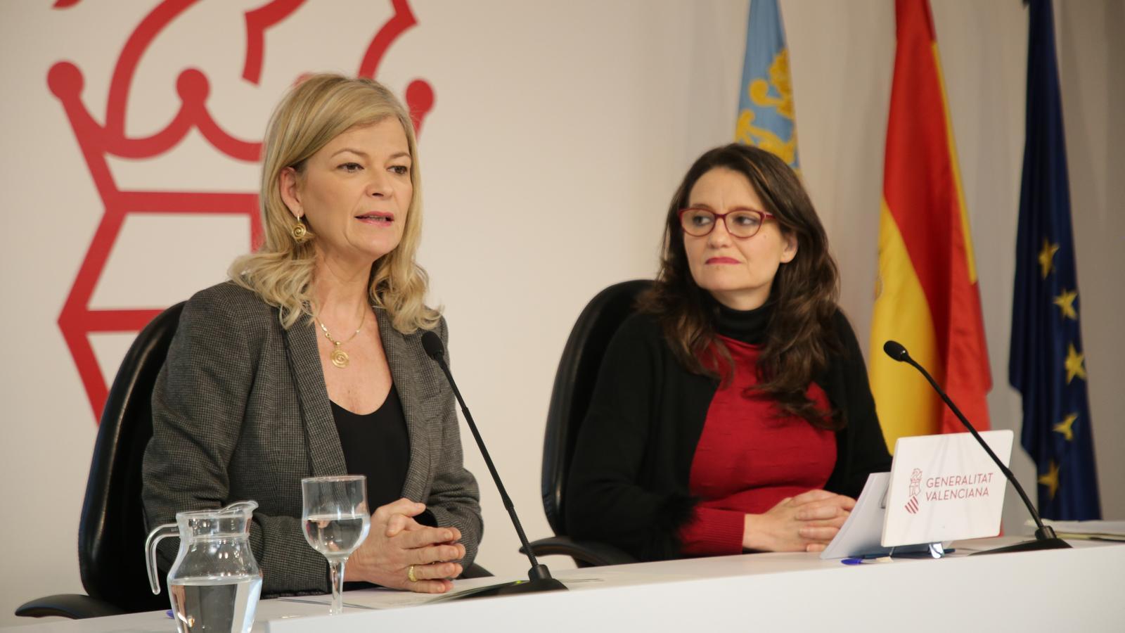 La consellera deJustícia, Interior i Administració Pública, Gabriela Bravo (e), i la vicepresidenta i portaveu del Consell, Mónica Oltra