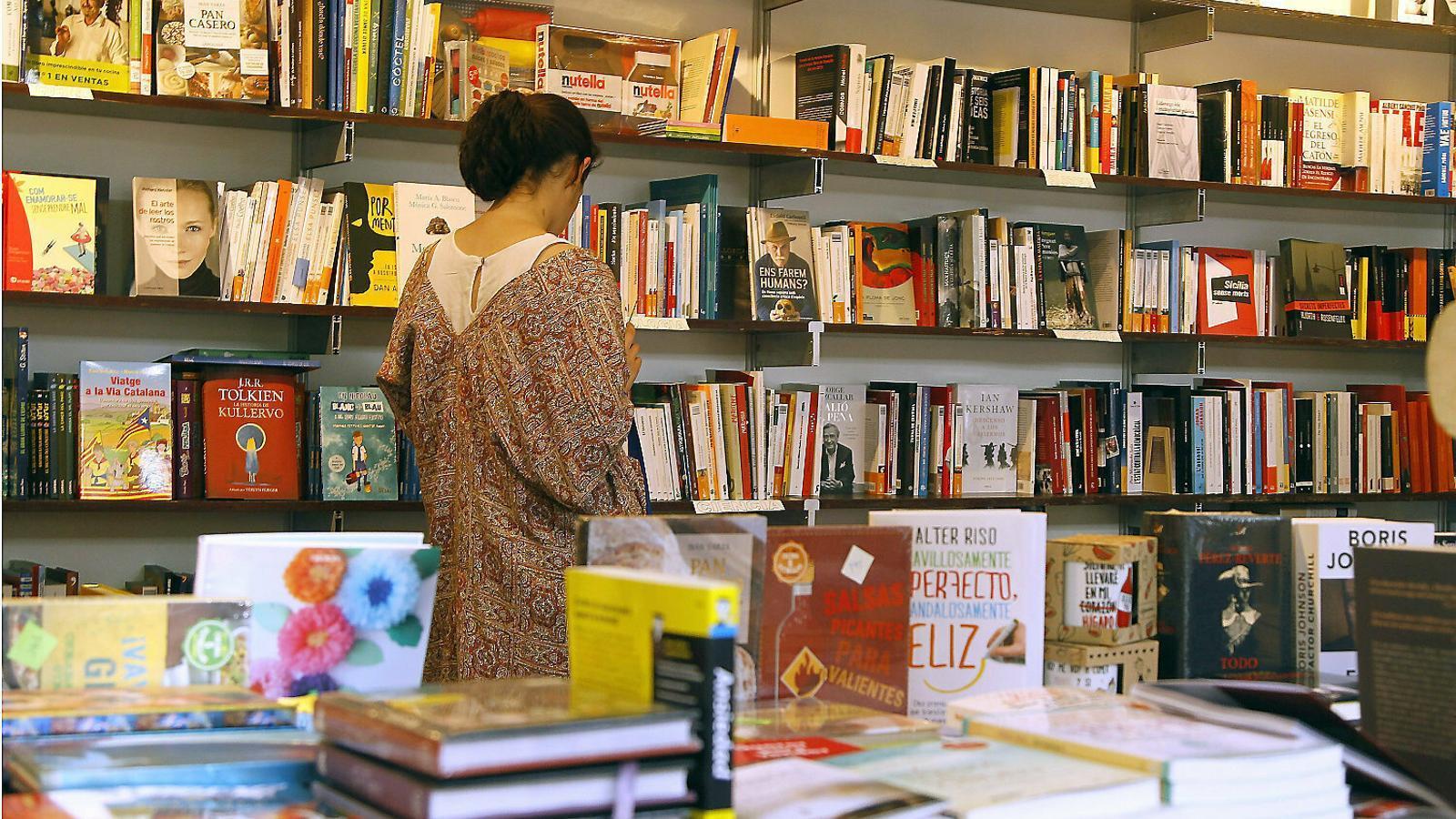Les llibreries, en risc pel virus i el model d'Amazon