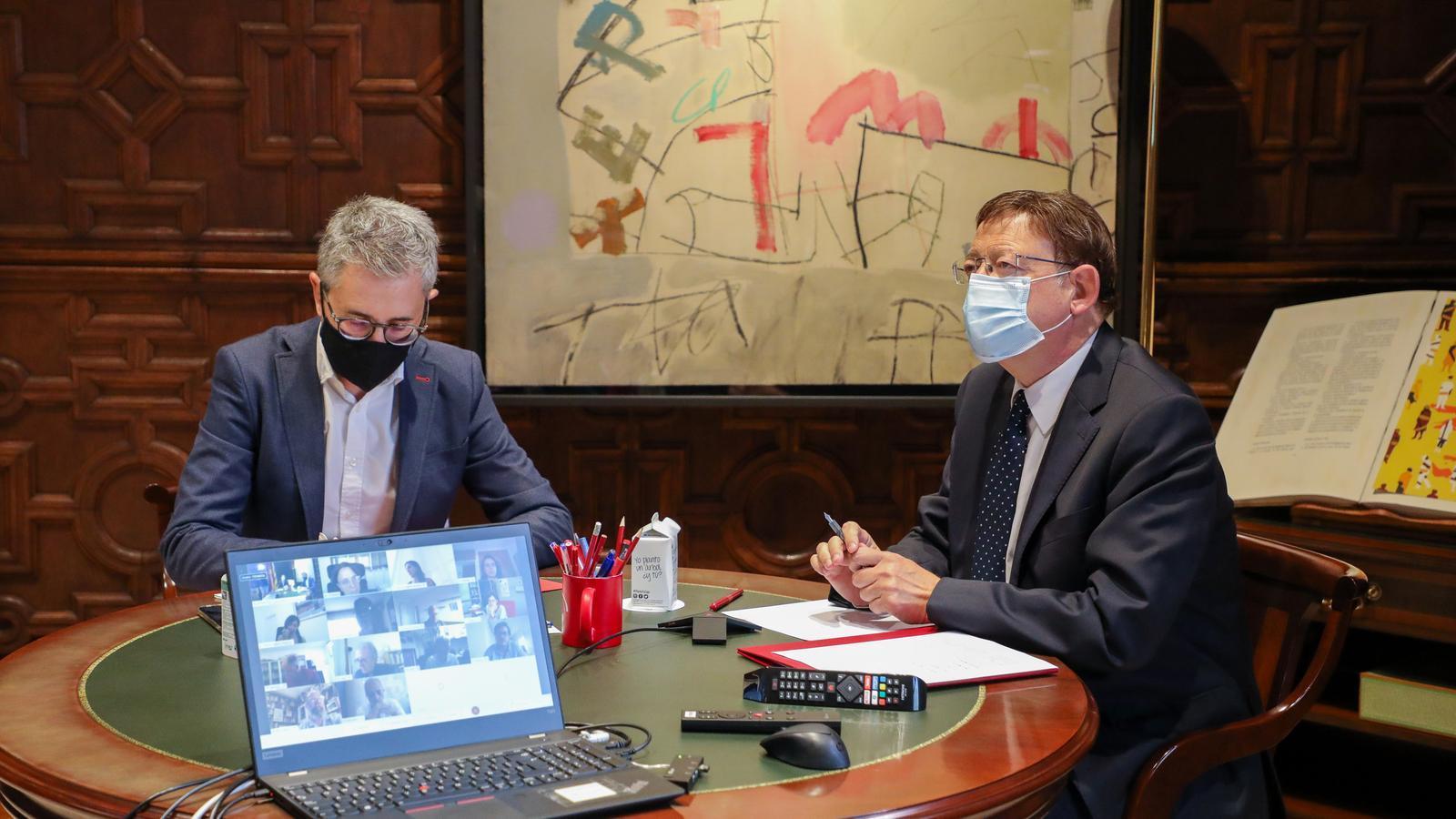 El cap del Consell, Ximo Puig, amb el conseller de Política Territorial, Obres Públiques i Mobilitat, Arcadi España, durant una reunió amb experts sobre el coronavirus