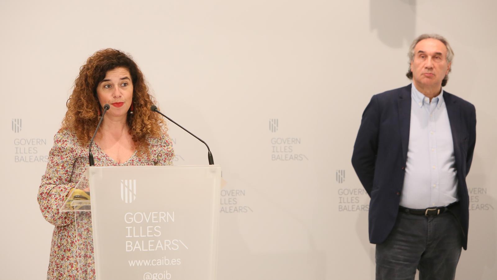 La consellera de Presidència, Pilar Costa, i el conseller d'Educació, Martí March